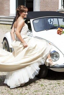 Trouwreportage Bruidsjurk en trouwauto UitjedakFotografie Nieuwegein