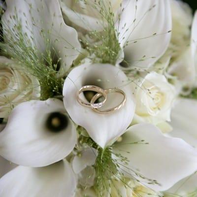 Trouwreportage bruidsfotograaf ringen, bloemen, UitjedakFotografie Nieuwegein, Utrecht